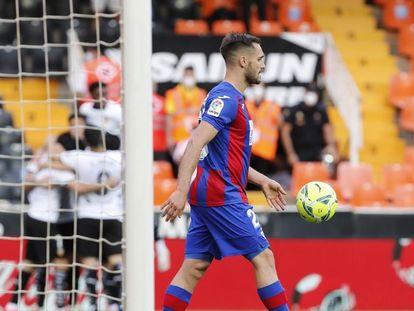 Arbilla, durante el partido ante el Valencia en Mestalla este domingo.