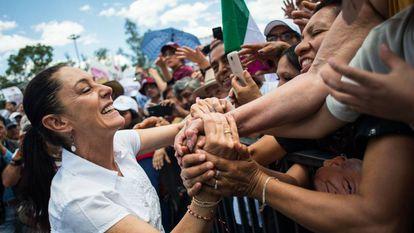 Claudia Sheinbaum, en uno de los recorridos de campaña.