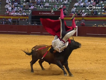 Pablo Aguado fue corneado al entrar a matar al sexto de la tarde.
