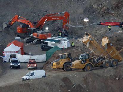 Momentos previos a la bajada de la cápsula de salvamento minero.