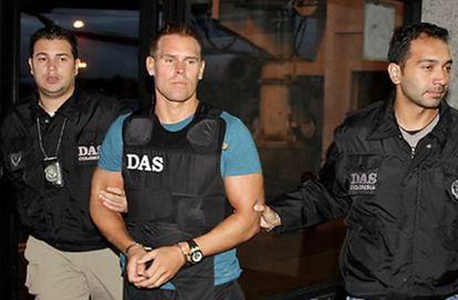 Jonas Falk en el momento en que fue detenido por la policía colombiana.