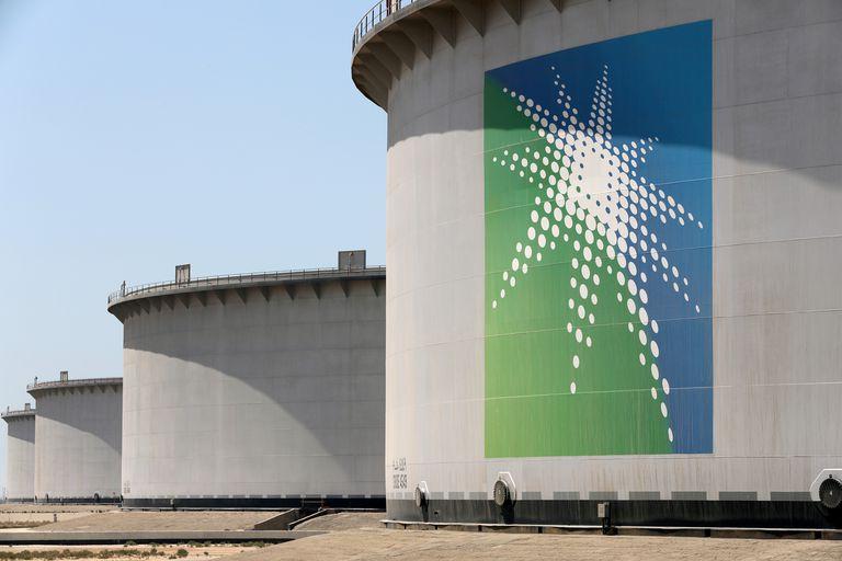 Depósitos de petróleo en la terminal saudí de Ras Tanura, en una foto de archivo.