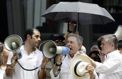 Uribe, en Medellín, durante la protesta.