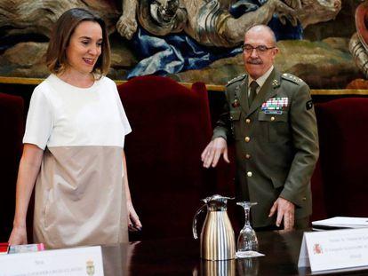 La alcaldesa de Logroño, Concepción Gamarra, junto al jefe del Estado Mayor de la Defensa, Fernando Alejandre.
