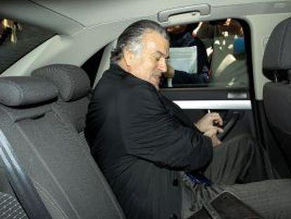 Luis Bárcenas sale del Tribunal Superior de Madrid tras declarar como imputado por el caso Gürtel.