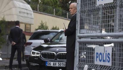 Personal de seguridad en el consulado saudí en Estambul, este viernes.