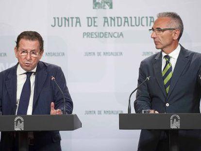 Emilio Llera y Miguel Ángel Vázquez, tras el Consejo de Gobierno.