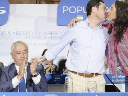Arenas aplaude a Moreno y López Gabarro en mayo de 2014.
