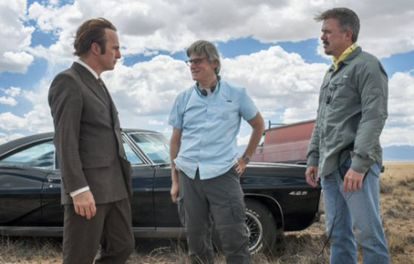 Bob Odenkirk, Peter Gould y Vince Gilligan, en el rodaje de 'Better Call Saul'.