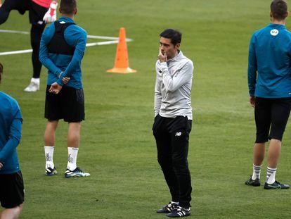Marcelino, durante el último entrenamiento del Athletic antes de la final. / ALEJANDRO RUESGA