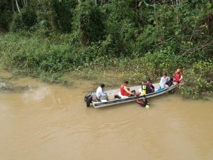 Imagen del operativo de búsqueda de los niños arrastrados por la corriente en el río Parima.