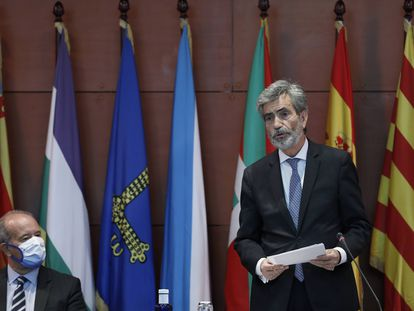 El presidente del Consejo General del Poder Judicial (CGPJ), Carlos Lesmes, interviene en un acto ante a mirada del ministro de Justicia, Juan Caros Campo, en septiembre de 2020 en Barcelona.