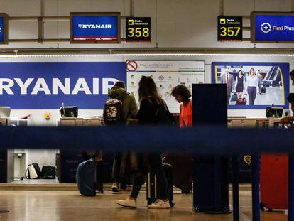 Mostradores de Ryanair en el aeropuerto de Madrid-Barajas.