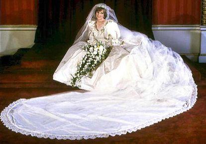 Diana de Gales, con su traje de novia.