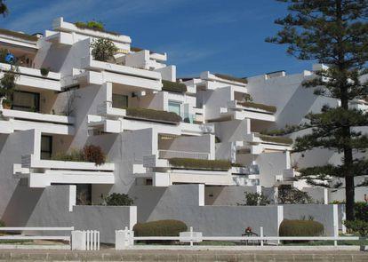 La Ciudad Blanca en la bahía de Alcudia (Mallorca), de Francisco Javier Sáenz de Oiza.
