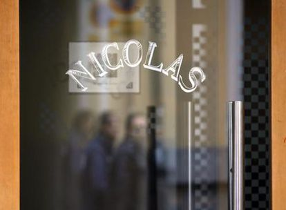 Puerta del restaurante Nicolás, cerrado desde ayer.