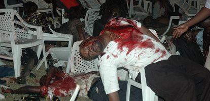 El cuerpo de los algunos muertos en el restaurante Ethiopian Village .