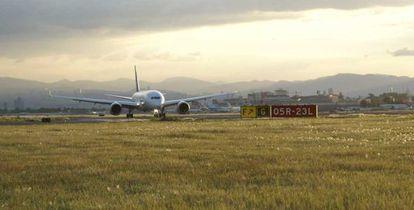 Un avión aterriza en el aeropuerto de la Ciudad de México.