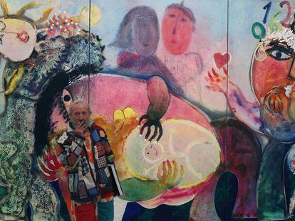 Fotografía de archivo de Juan Ripollés frente a su obra