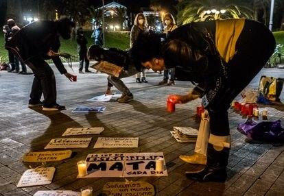 Protesta en contra de la política del Gobierno central en la plaza de la Feria, en Las Palmas de Gran Canaria. JAVIER BAULUZ