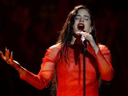 La cantante recurre al tema  Me quedo contigo  para triunfar en la noche del cine español