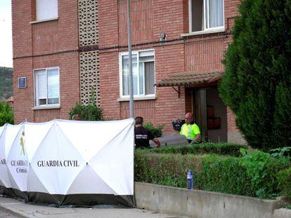 Efectivos de la Guardia Civil intervienen en el último asesinato machista de un menor a manos de su padre en Teruel el pasado día 7.