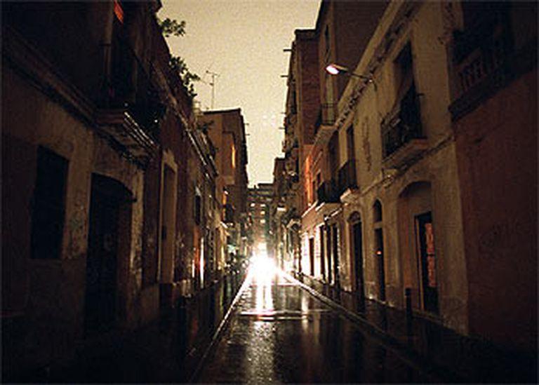 Una calle de Barcelona durante el apagón del 14 de diciembre de 2001.