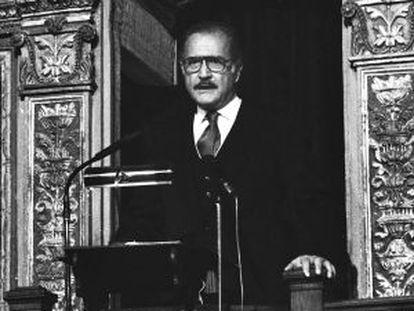 Carlos Fuentes en 1988, en su discurso del Cervantes.