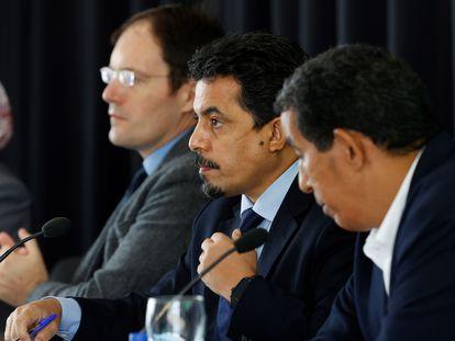 Desde la izquierda, Manuel Devers, Oubi Bucharaya y Abdulah Arabi,  este viernes en Madrid.