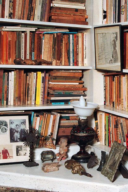 Un rincón de la biblioteca de Ernesto Sábato, cuyo centenario se celebra el 24 de junio.