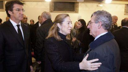 Alberto Nuñez Feijoo y Ana Pastor trasladan el pésame a Camilo Díaz, hijo del intelectual galleguista Isaac Díaz Pardo, fallecido ayer.
