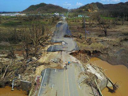 Una carretera dañada en Puerto Rico el 24 de septiembre.