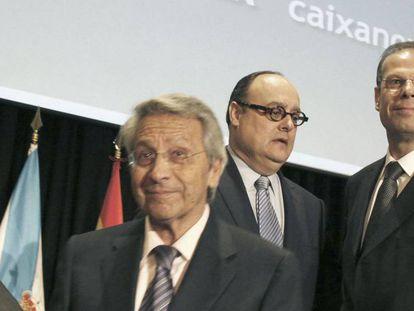Javier García de Paredes (centro) junto a Gayoso y José Luis Pego.