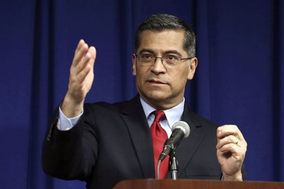 El fiscal de California, Xavier Becerra, durante una conferencia.