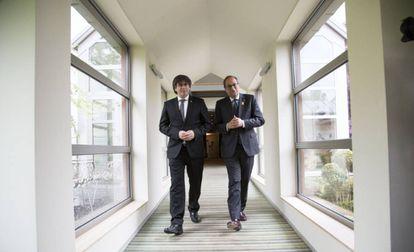 Puigdemont y Torra, en un hotel de Waterloo, este jueves.