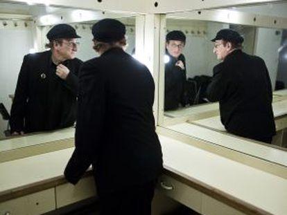 Javier Gurruchaga en un camerino del teatro La Latina.