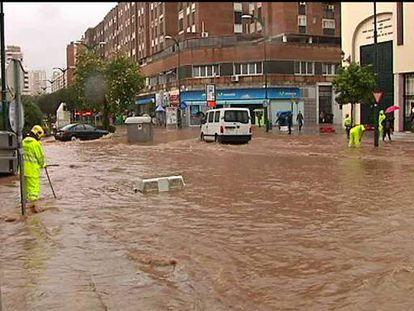 La alerta roja de lluvias llegó a Málaga tras tromba de agua que anegó la ciudad