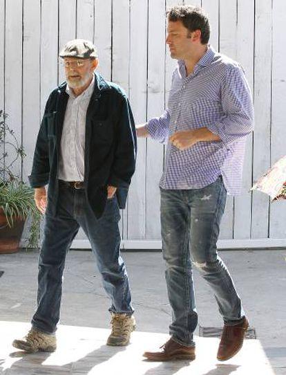 El actor Ben Affleck junto a su padre, en diciembre de 2013.