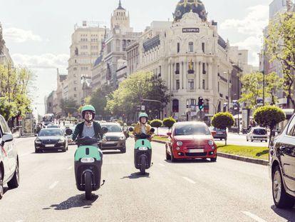 Dos usuarios de Coup en una imagen promocional de la compañía.