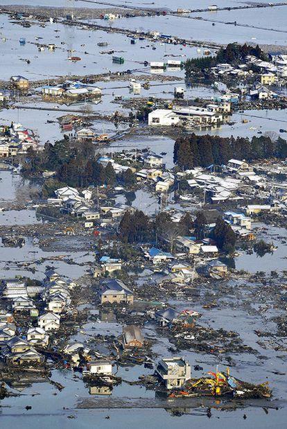 La fuerza de las olas ha arrancado muchas casas de sus cimientos.