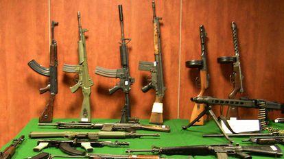 Las armas de guerra incautadas en la Operación Taronja.