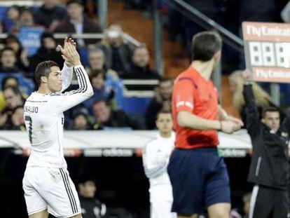 Cristiano es sustituido por Chicharito en el partido ante el celta.