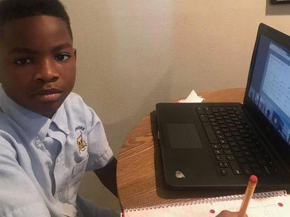 Ka Mauri Harrison, alumno que se enfrenta a una expulsión escolar por tener una pistola en su habitación.