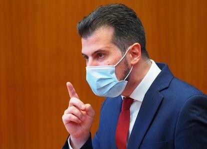 El candidato del PSOE, Luis Tudanca, durante el debate de la moción de censura en Castilla y León.