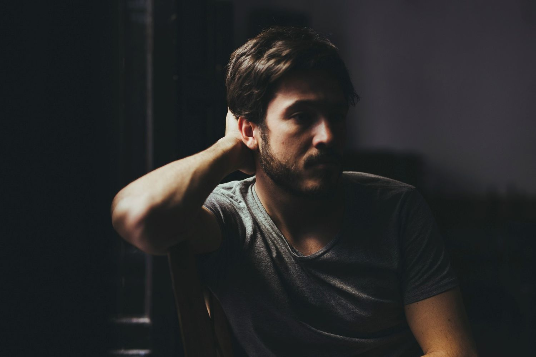 El actor Nacho Aldeguer, en una imagen promocional de 'Sea Wall'.