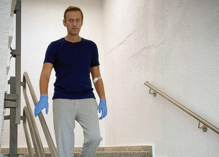 Alexéi Navalni, el sábado, en el hospital de Berlín en el que está siendo tratado.