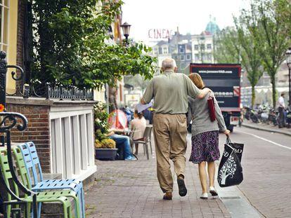 Una pareja de ancianos en Ámsterdam.
