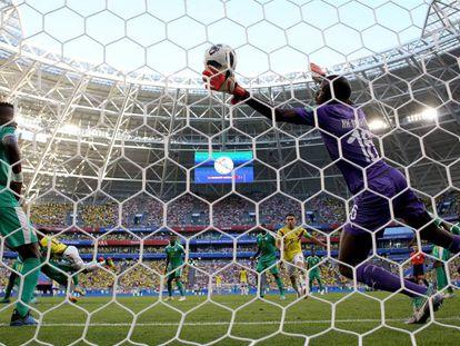 Yerri Mina marca el gol de la victoria de Colombia frente a Senegal.