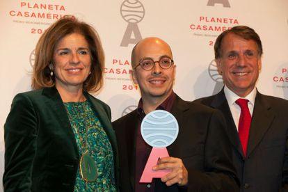 Ana Botella, Alcaldesa de Madrid, Jorge Volpi, ganador del premio y José Creuheras, vicepresidente del Grupo Planeta.