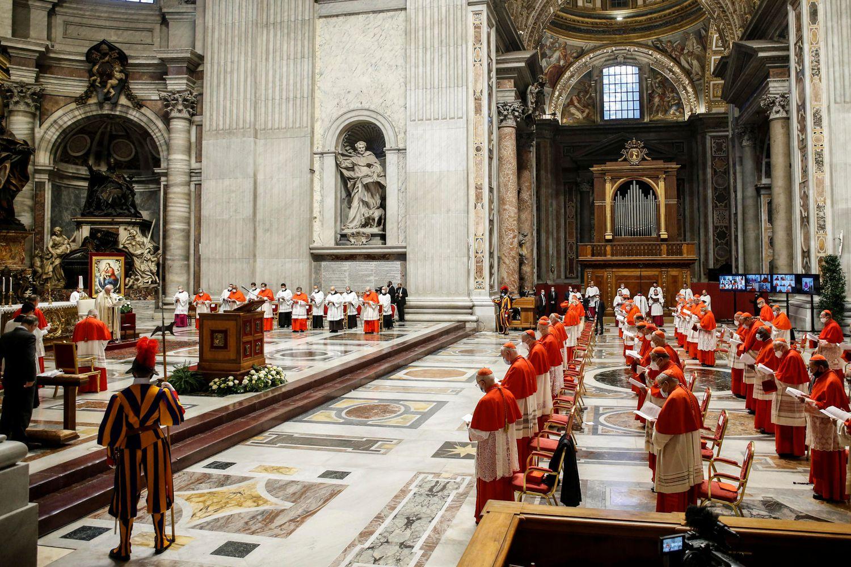 Parte de los cardenales, en el consistorio de este sábado.